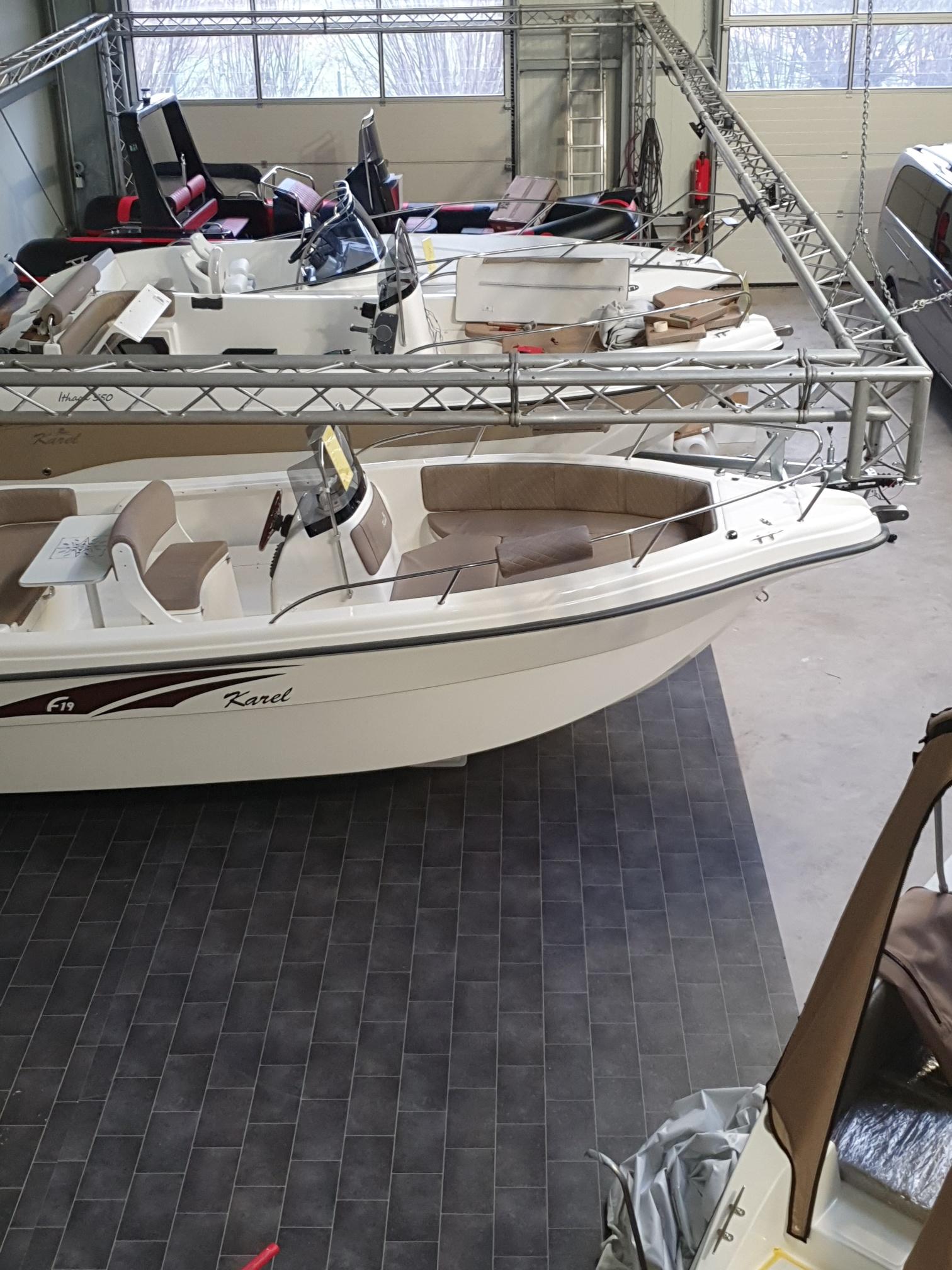 Das F19 ( 5,90m) es ist das neueste Konsolenboot von Karel Boats aus Griechenland